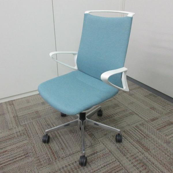 オカムラ モードチェア ミドルバック 5本脚タイプ 樹脂フレーム ホワイトボディ デザインアーム(樹脂) 背・座ミックス セージ office-kagu-tops