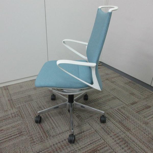 オカムラ モードチェア ミドルバック 5本脚タイプ 樹脂フレーム ホワイトボディ デザインアーム(樹脂) 背・座ミックス セージ office-kagu-tops 03