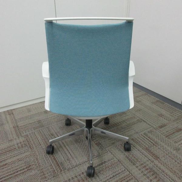 オカムラ モードチェア ミドルバック 5本脚タイプ 樹脂フレーム ホワイトボディ デザインアーム(樹脂) 背・座ミックス セージ office-kagu-tops 04
