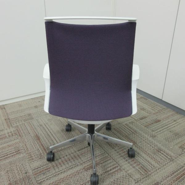 オカムラ モードチェア ミドルバック 5本脚タイプ 樹脂フレーム ホワイトボディ デザインアーム(樹脂) 背・座ミックス パープル|office-kagu-tops|04