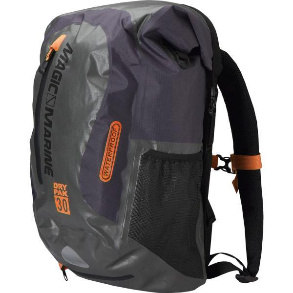 梅雨の準備。完全防水バッグなら安心ですね。