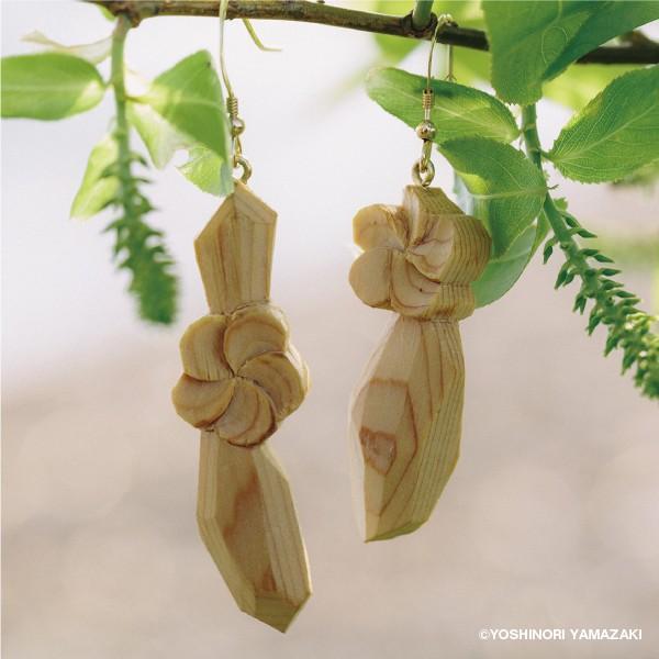 国産木材使用  木彫アクセサリー ピアス・イヤリング 梅花藻 (ヒノキ)|orite