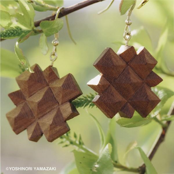国産 木材使用 ハンドメイド ピアス・イヤリング シャクナゲ (サクラ) 木彫 アクセサリー|orite