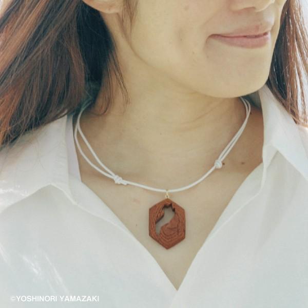 国産木材使用  木彫アクセサリー ネックレス 滋賀県 (ケヤキ) orite
