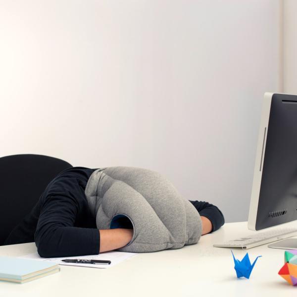 オーストリッチピロー オリジナル OSTRICH PILLOW ORIGINAL トラベルピロー ネックピロー 昼寝枕 ダチョウ枕|ostrichpillow
