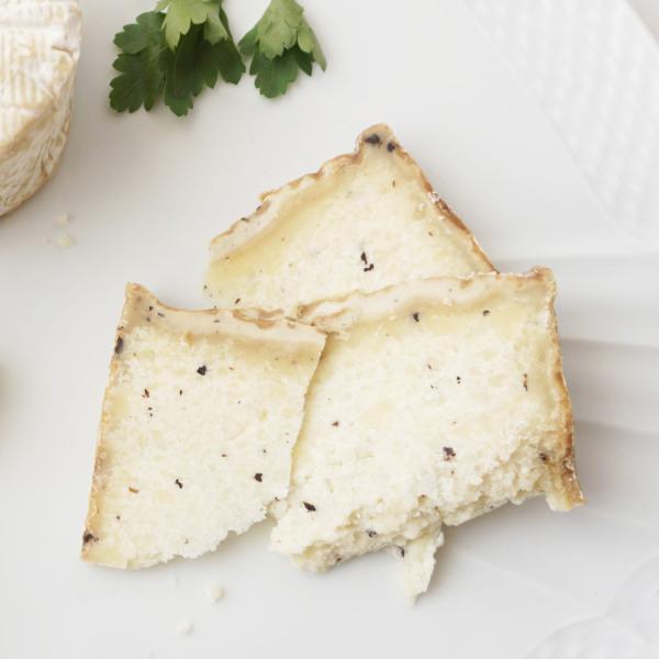 クルティン 約250g Kgあたり21,600円 不定貫イタリア産 トリュフ入りチーズ ベッピーノ