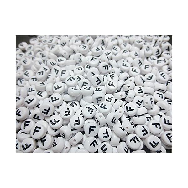 500個 F アルファベット柄ビーズ円形ホワイト7mm手芸材料のヒューイh571