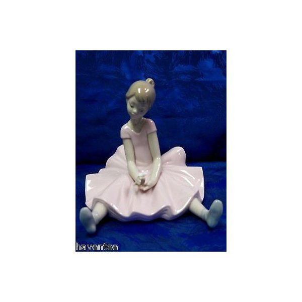 リアドロ DREAMY BALLET SPECIAL エディション ピンク ドレス GIRL 2013 FIGURINE NAO BY LLADRO #1784
