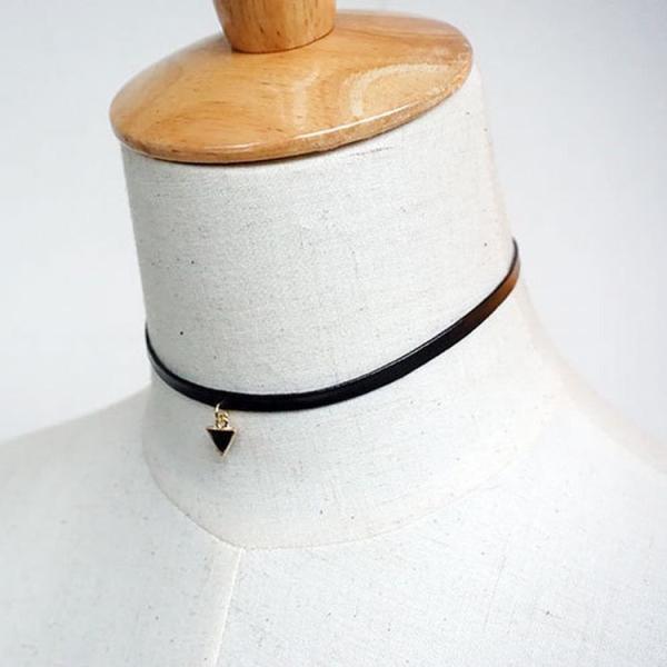 チョーカー おしゃれ 三角 シンプル かわいい キュート 女性 レディース アクセサリー ジュエリー キレイ ブラック 無地 ファッション小物 雑貨