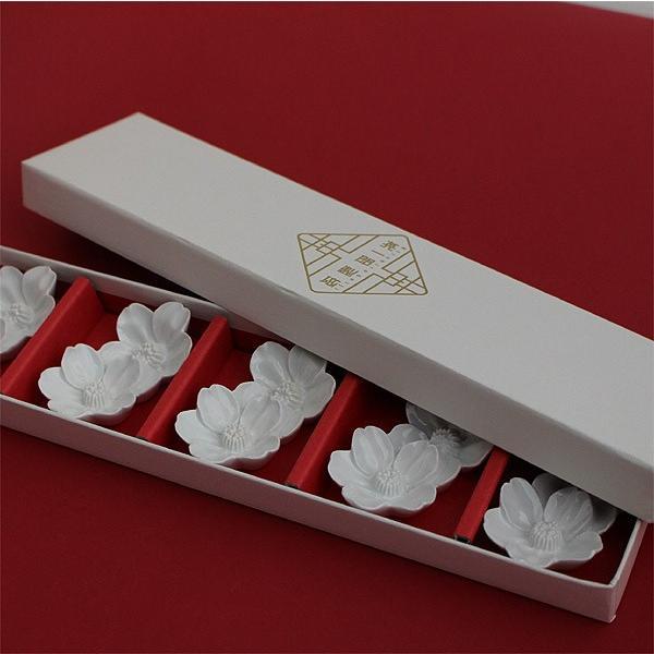 箸置き さくらの花 5個セット - おしゃれ陶器プレゼントに 白磁 波佐見焼の窯元がルーツ - 英一郎製磁|product-factory-jp|03