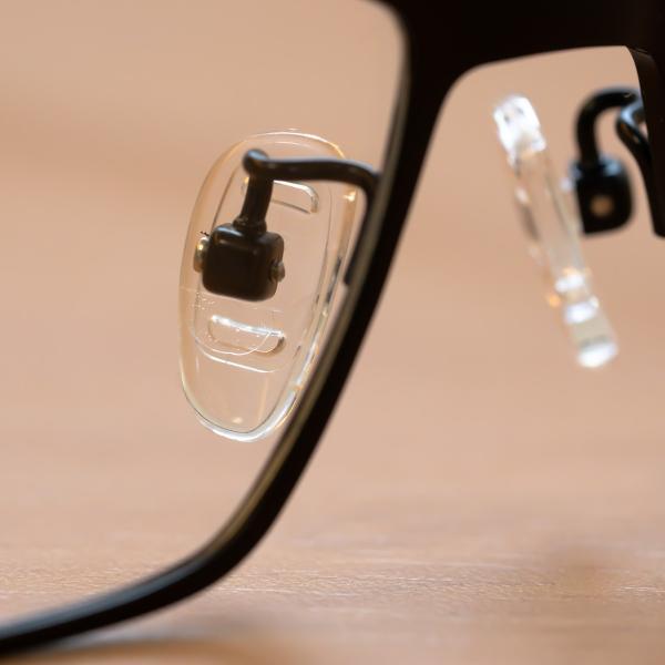 メガネ 鼻パッド シリコン 交換 ネジ 痛い とお悩みの方にも / メガネ用  交換用 鼻パッド シリコン素材 ドイツ製  3ペア 交換用ネジ 専用ドライバーセット|readingglasses|10