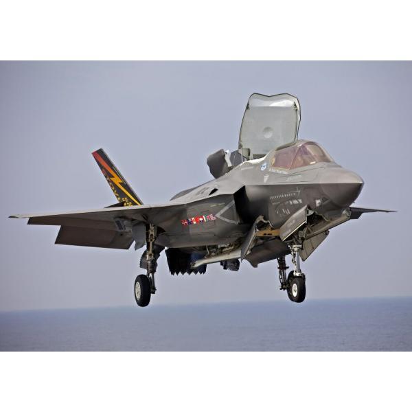絵画風 壁紙ポスター  ステルス戦闘機 F-35B ライトニング2 空母帰艦 垂直着陸中 USAF JSF ミリタリー キャラクロ XF35-006A2 (A2版 594mm×420mm)