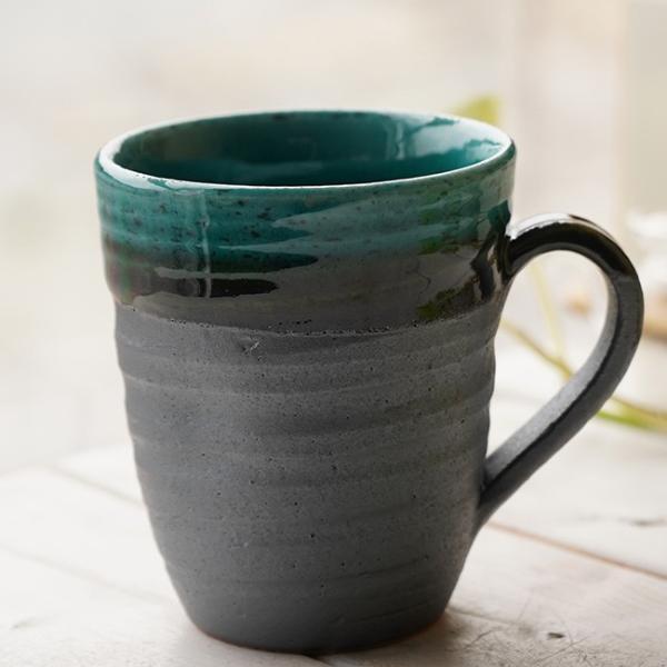 和食器 松助窯  職人の手でそーっと!くぼませたマグカップ  南蛮 織部グリーン オフィス コーヒー おしゃれ 紅茶 器 美濃焼 陶器 食器 手づくり