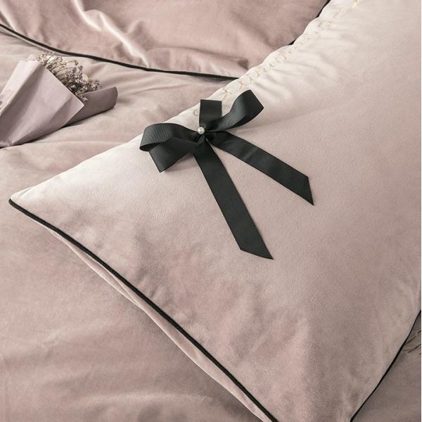 【SD/D/Q】エレガント 高級感 グログランリボン ロゴ刺繍 ベロア素材 ベッドカバー 4点セット roomfort 02