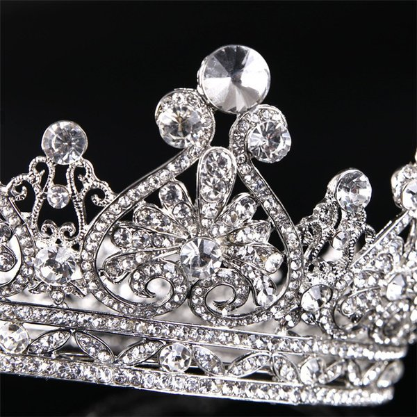 お嫁さん お姫様 ティアラ 王冠 髪飾り クラウン 花嫁 レディース ヘアアクセサリー  ウェディング 結婚式 髪留め ヘッドアクセ