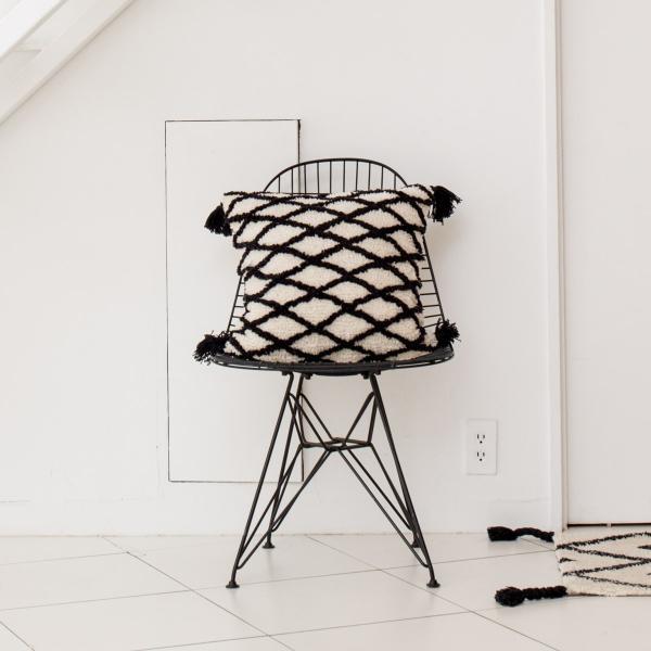 45×45 おしゃれ かわいい 北欧 カフェ モノトーン コットン タッセル [b2c クッションカバー チェック]|sarasa-designstore