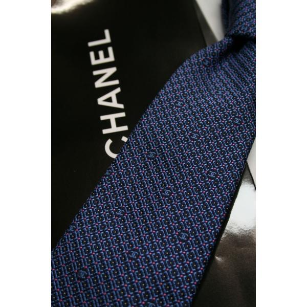 CHANEL【シャネル】のブルーベースにネイビーチェックにピンクのドットがポイントのタイ|shop-kinkodo|05