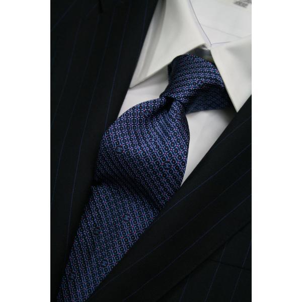 CHANEL【シャネル】のブルーベースにネイビーチェックにピンクのドットがポイントのタイ|shop-kinkodo|06