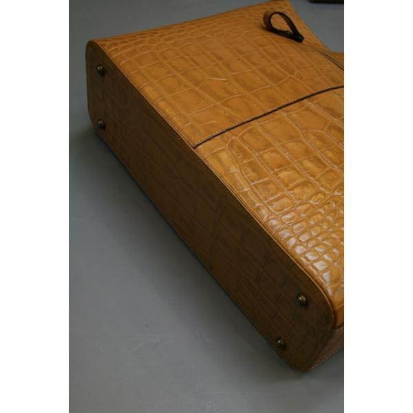牛革クロコダイル型押しトートバック A4パソコン収納可能、自立型、裏地迷彩柄 日本製(ライトブラン)|shop-kinkodo|03