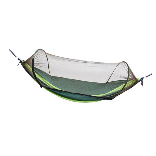 屋外キャンプ用のハンモックボートの形をしたベッドで、刺され防止ネットがかったグリーン