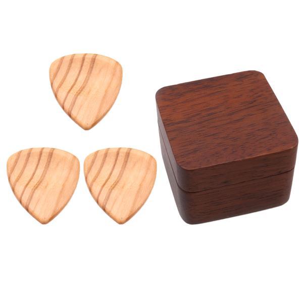 ウォールナット・ボックス・オリーブ・ウッド・ピックを使用した3本のギター・プレクトラム・ピック