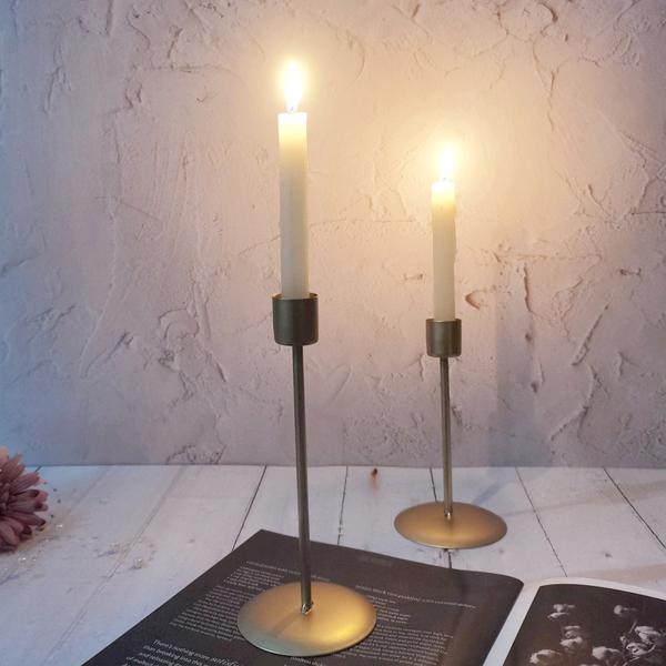 2個キャンドルホルダー.鉄テーブルスタンド燭台.ヴィンテージスタイル燭台ホームデコレーションバレンタインデーのためのクリスマスウェディングダイニング