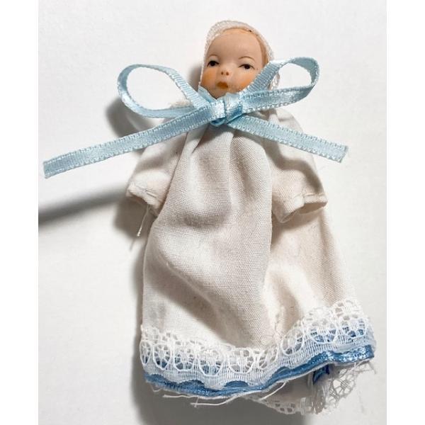 ミニチュア人形 ドールハウス ベビードレスの赤ちゃん  ポリレジンドール 家族赤ちゃんドール