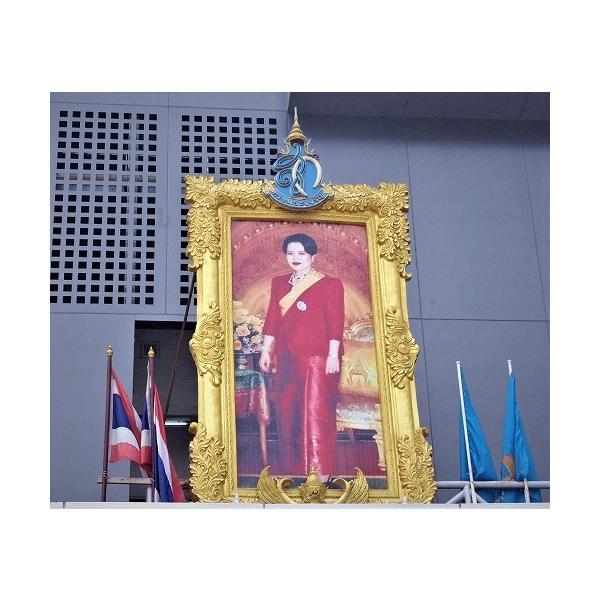 ステッカー タイ 雑貨 アジアン シール / タイ 王室 ステッカー プミポン 国王 (ラーマ 9世) 肖像 + 国旗 Sサイズ l-A / おみやげ|taikokuya|18