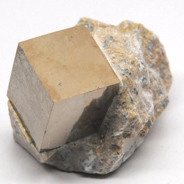 パイライト スペイン産 母岩付き結晶 約59g    黄鉄鉱  q5402