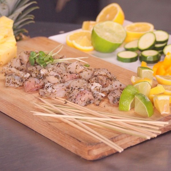 ポイント消化 竹串付き味付けクロコダイルキューブ 150g 無添加  ワニ肉 ワニ串 ケバブ