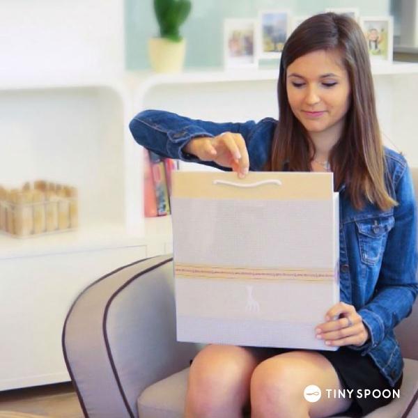 ソフィスティケード スワドルセット キリンのソフィー 紙袋 カード付 天然ゴム 0ヶ月 0歳 歯がため おくるみ ブランケット ベビー用品 出産祝い|tinyspoon|05