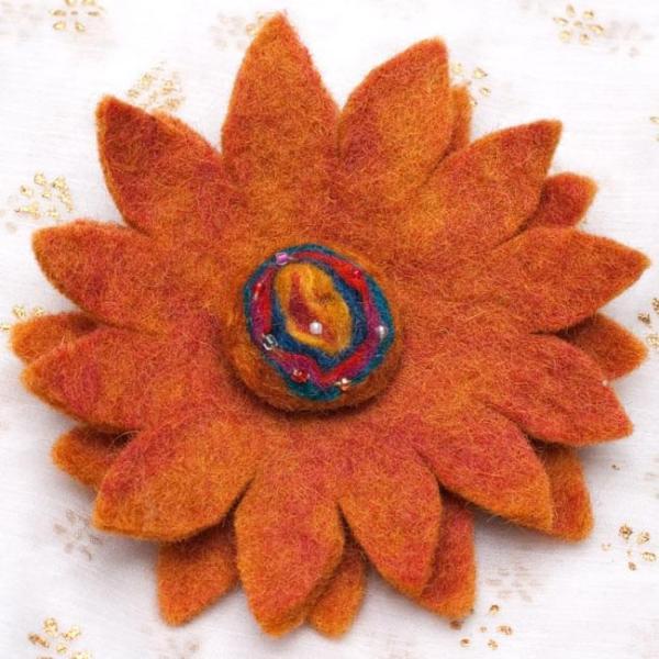 ブローチ ネパール ショールピン 手作りフェルトのお花ブローチ(大) 茶色系 安全ピン 花柄 フラワー バッチ