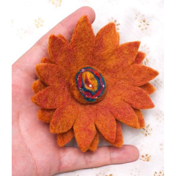 手作りフェルトのお花ブローチ(大) 茶色系 / ネパール ショールピン エスニック アジア インド