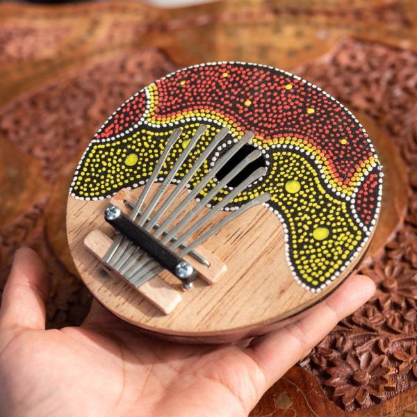 カリンバ 親指ピアノ サムピアノ 民族楽器 バリ ココナッツカリンバ ラメラフォーン 7弦ココナッツカリンバ (赤波柄) インド楽器 エスニック楽器|tirakita-shop|06