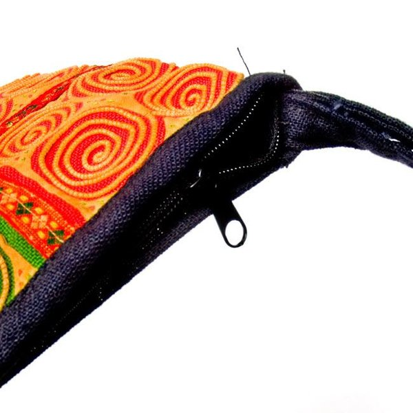 (一点物)モン族 細かいうずまき刺繍のポーチ / 肩掛け バッグ ポシェット