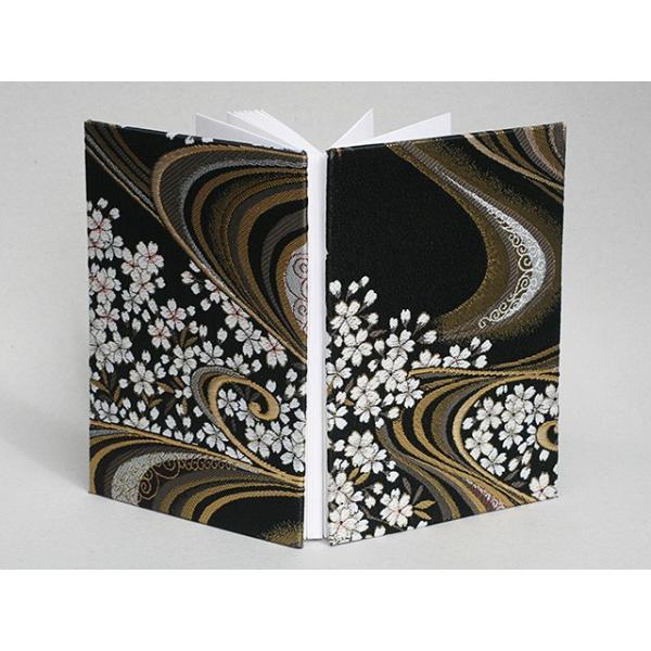 御朱印帳 金襴 織物 流水に桜 黒