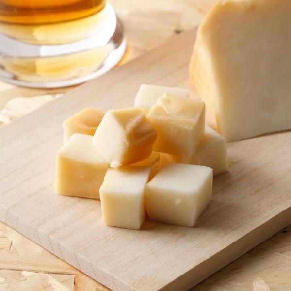 スモークゴーダチーズ 2個 − 北海道十勝のおいしいチーズ 敬老の日 プレゼント 残暑見舞い ギフト 贈り物 内祝い/ 鹿追チーズ工房[冷蔵発送]