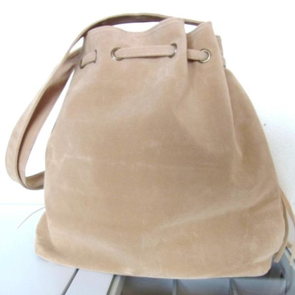 フリンジ バッグ 【ベージュ】スエード 調 巾着 ショルダー バッグ ふさふさたっぷりフリンジ&タッセル レディース