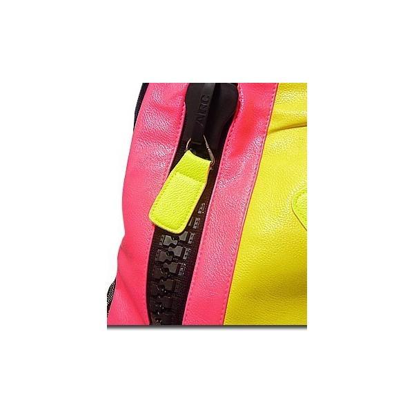 バッグ カラフルなネオンカラーで今季注目度大 非常に大きなメガジップファスナー付き切替えデイバッグ|update|06