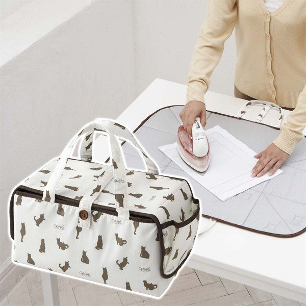アイロン収納マット アイロンマット コンパクト収納 バッグ 鞄 携帯 持ち運び アイロン台 ネコ柄 かわいい アイロンシート アイロン掛け 仕上げ馬 山崎実業