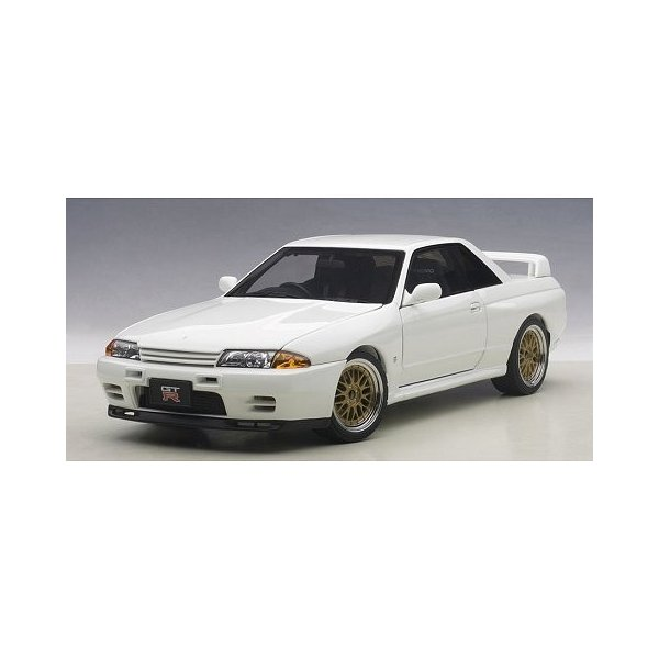 ニッサン スカイライン GT-R (R32) V-Spec II チューンド・バージョン ホワイト (1/18 オートアート77416)|v-toys