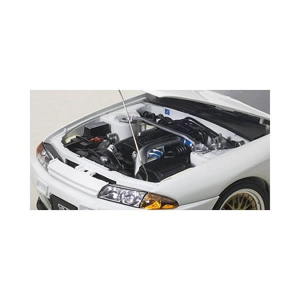 ニッサン スカイライン GT-R (R32) V-Spec II チューンド・バージョン ホワイト (1/18 オートアート77416)|v-toys|02
