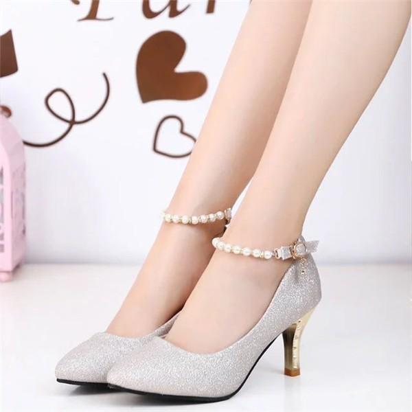 キラキラパンプスピンヒールハイヒール結婚式二次会真珠ストラップローヒールレディースヒール7cmオフィス美脚歩きやすい痛くない