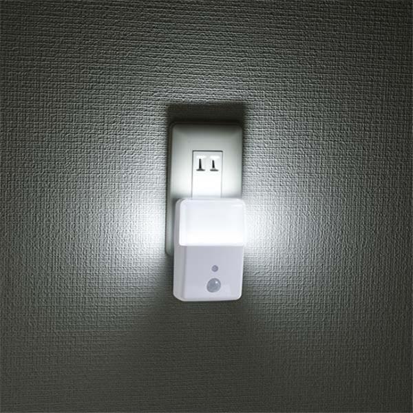 LEDナイトライト センサーライト 人感センサー付 明暗センサー コンセント2色のあかり LED常夜灯 足元灯 長寿命 白色 電球色 照明器具 vastmart 02