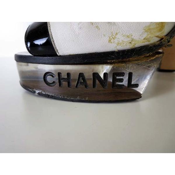 シャネル CHANEL サンダル エナメル レザー ロゴ 刻印 アンクルベルト 35 白 黒 ブラック くつ 靴 シューズ レディース 【中古】【ベクトル 古着】|vectorpremium|04