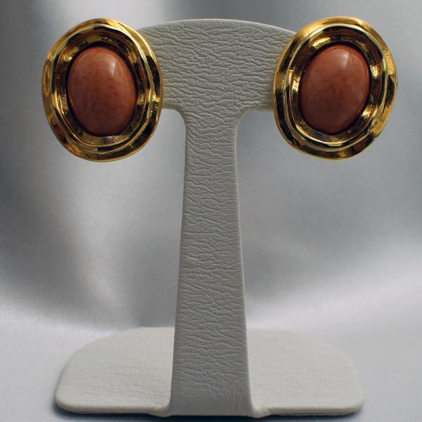 イタリア製 プラスティックビーズ イヤリング 小判型 板バネクリップイヤリング オレンジ・ゴールド