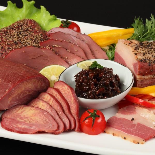 馬肉の燻製詰合せ 馬肉の燻製2種・馬タンの燻製・フタエゴ燻製・馬肉の炭火焼き