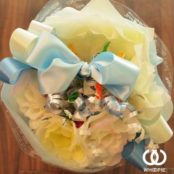 選べる7色!サテンリボンたっぷりのお菓子の花束 贅沢でカラフルなデザイナーズキャンディブーケ・ラウンド型・ブルー