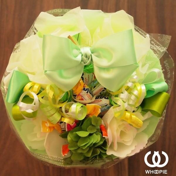 選べる7色!サテンリボンたっぷりのお菓子の花束 贅沢でカラフルなデザイナーズキャンディブーケ・ラウンド型・グリーン