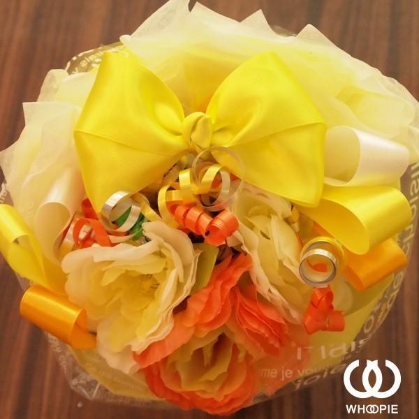 選べる7色!サテンリボンたっぷりのお菓子の花束 贅沢でカラフルなデザイナーズキャンディブーケ・ラウンド型・イエロー